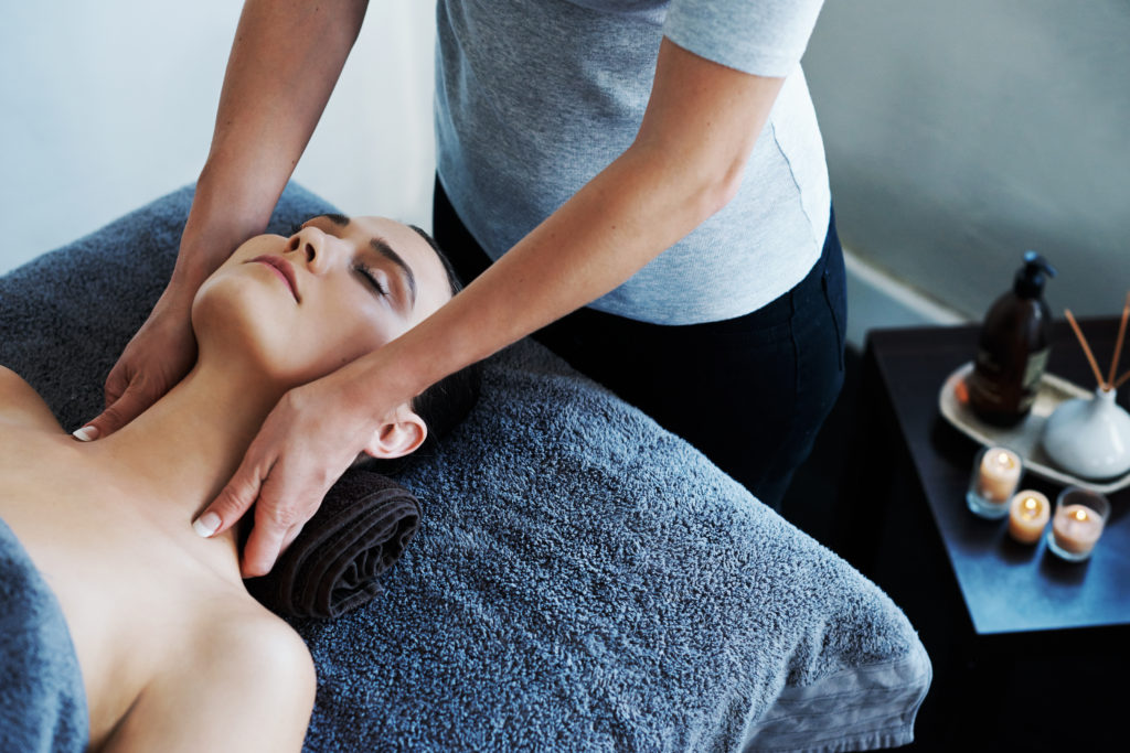 Shot of a young woman getting a neck massage at a spahttp://195.154.178.81/DATA/i_collage/pu/shoots/805872.jpg